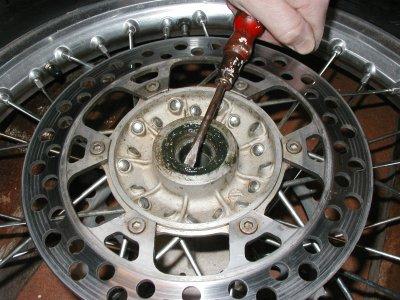Changement de roulements de roue for Enlever une porte interieure
